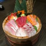 完全個室と名古屋コーチン 鳥よし  - 鮮魚の桶盛り刺身