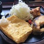 まんぷく処 どんぶり勘定 - 名物のだし巻き玉子、焼き魚、鶏の唐揚げの欲張り定食です(2019.2.21)