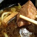 麺舗 十六 - 肉塊がゴロゴロ