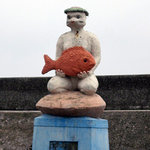 10232373 - 店前の娘ガッパの像
