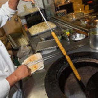カレーと一緒に土釜で焼き上げるタンドール料理もどうぞ!