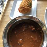 エアーサイド レストラン アンド ディパートメント - RICE  BOWL  LUNCH 牛すじ煮込みのハヤシ ランチ共通   蟹のクリームコロッケ