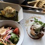 エアーサイド レストラン アンド ディパートメント - ポーク&ジンジャー、白身魚天ぷら、サラダ