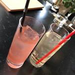 エアーサイド レストラン アンド ディパートメント - ピンクレモネード、白ぶどうジュース