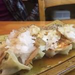 創作餃子専門店 a★dog - お腹にもたれない飲み方をしたい時の餃子 さっぱり大根おろしのせ 肉餃子