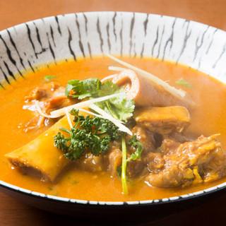 バングラディシュの伝統料理『パヤ』と『ネハリ』をご堪能あれ