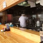Temomichuukasobatakahashi - カウンター席から厨房を見る02