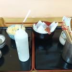 あすなろ亭 - セルフの天かす、お茶とお水もこの右側にあります
