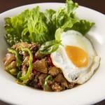 シンプルキッチン - ランチで大人気!タイ風丼ガパオ