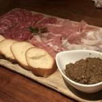 ラ ココリコ - サラミと生ハムとレバーパテ
