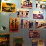 ロス・バルバドス - ザイールの写真が飾られた店内。