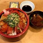 鮨処 一真 - 料理写真:海鮮丼