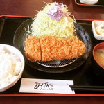 あげや - 料理写真:厚切りロースカツ定食(200g) ¥1,250-