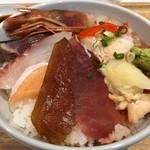 築地虎杖 〆虎 - 築地まかない海鮮丼 842円。