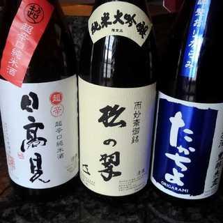 自慢の日本酒は、季節に合わせた銘柄を各種取り揃えております