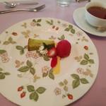 グリル 木の実 - デザートのケーキ