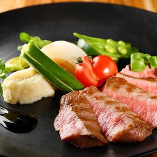 国産食材にこだわった料理。まずは日替わりの前菜からどうぞ