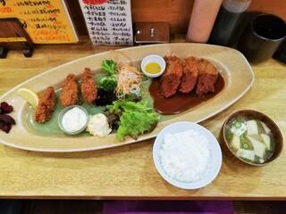 萬時 - おかわり自由のみそ汁&ご飯付き!牛ヘレ&かきフライ定食1,100円