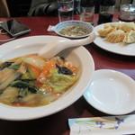 赤玉亭 - 料理写真:中華丼と揚げ餃子