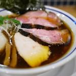 手打式超多加水麺 ののくら - 醤油は濃口でも容易に飲み干せる