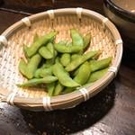 牛すじと肉うどん 「茂」 - 茹で立ての茶豆