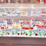 ラ・メゾン - 目にも鮮やかなイチゴオンパレードのケーキ
