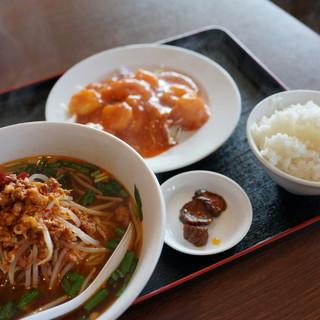 金福 - 料理写真:ランチ、スープをラーメンに(¥680+¥100)