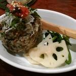 琉球じゃじゃ麺屋 モガメン - 紫蘇じゃこと梅肉味噌の酢飯まんまオニギリ