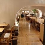 焼きたてチーズタルト専門店PABLO - 2階カフェ店内2