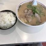 長浜ラーメン一龍亭 - ラーメン460円! ご飯150円!
