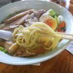 元祖札幌や - 「濃厚白味噌ラーメン(¥760)」麺アップ