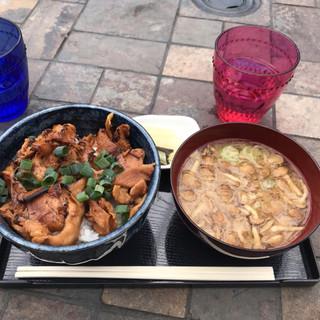 カフェ ウッド ルーフ - 豚味噌丼