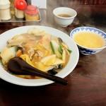 華園 - 中華丼は玉子スープが付いて600円