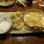 102445984 - 白魚と春野菜の天ぷら 800円