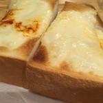 102446346 - チーズトースト アップ