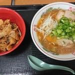 102450341 - 定食A(ラーメン+肉めし) ¥850