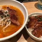 麺屋宗&SOU - 旨辛濃厚らぁ麺(\880)+チャーシュー丼(\300)
