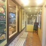 パルミジャーノレッジャーノとモチモチ生パスタ チャオ - 店内入口から中の様子が見渡せます