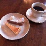 フロッグ カフェ - ★自家製ケーキセット(ベイクドチーズケーキ&ガトーショコラ+ブレンドコーヒー)