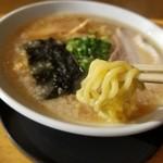 小鉄 - 醤油ラーメン太麺