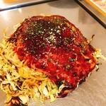 お好み焼き たけしゃん - 肉玉そば(イカ天入り)760円+もちトッピング(100円)