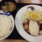 松屋 - 鶏タルささみステーキ通常650円が590円を無料のライス大盛で全景