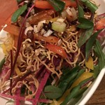 つばめの巣 - 料理写真:揚げ麺のパリパリサラダ@850円