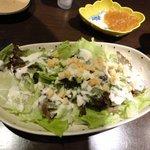 居酒屋・完 - シーザーサラダ(チーズ多め、4人ではペロリとなくなる)