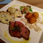 102485388 - この日のCランチ。1180円(税込)牡蠣グラタン、ローストビーフ、チーズのフリット、お魚のカルパッチョ。ご飯、スープ、サラダ付き。