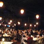 ブルーバイユー・レストラン - 昼でも夜の雰囲気のカリブの海賊のレストラン(ブルーバイユーレストラン)