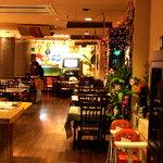 タイ料理サバイ・サバイ - 中はこんな感じです