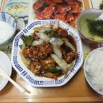 天龍菜館 - サービスランチの黒酢の酢豚。
