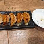102501700 - 肉餃子 トリュフオイル付