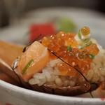 アムザ 炭焼笑店 陽 - いくらとサーモンの親子丼